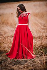 Šaty - Červené šaty s výšivkou - 11012355_