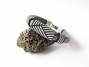Náramky - Abstraktný geometrický kožený náramok - 11013562_