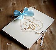 Papiernictvo - Svadobná kniha hostí, drevený fotoalbum -  zaľúbený párik veľký A4 - 11014843_