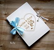 Papiernictvo - Svadobná kniha hostí, drevený fotoalbum -  zaľúbený párik veľký A4 - 11014844_