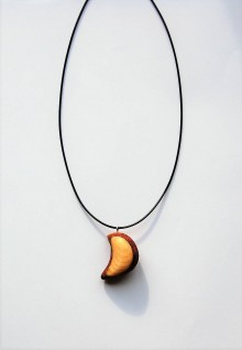 Náhrdelníky - Drevený náhrdelník - Brezovo - smrekový mesiac - 11015988_
