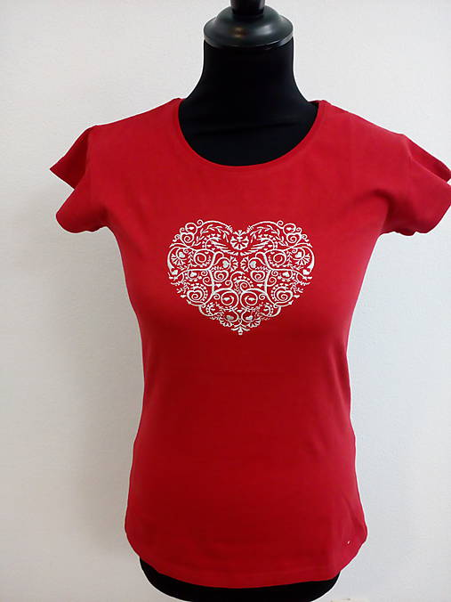 Vyšívané tričko- srdce  (L)
