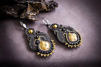 Náušnice - Čierno-zlaté elegantné soutache náušnice - 11014747_