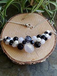 Náhrdelníky - Venčekový náhrdelník (čierno-biela) - 11014755_