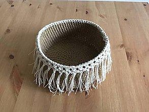 Košíky - Háčkovaný jutový košík s ozdobným makramé lemom - 11019666_