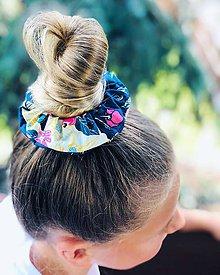 Ozdoby do vlasov - Bavlnená elastická gumička scrunchie blossom - 11019895_
