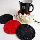Úžitkový textil - Háčkované podložky pod šálky červeno-čierne - 11020069_