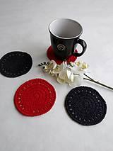Úžitkový textil - Háčkované podložky pod šálky červeno-čierne - 11020071_