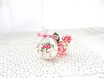 Veľkonočné popraskané vajíčka ako v perinke (biela s ružovými ružami a ružovou mašličkou)