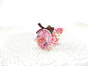 Dekorácie - Veľkonočné popraskané vajíčka ako v perinke (ružovofialová s purpurovou mašličkou a ružami) - 11022982_