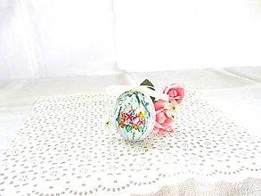 Dekorácie - Veľkonočné popraskané vajíčka ako v perinke (tyrkysová s kvetmi a bielou mašličkou) - 11022983_