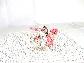 Dekorácie - Veľkonočné popraskané vajíčka ako v perinke (biela s ružovými ružami a ružovou mašličkou) - 11022985_
