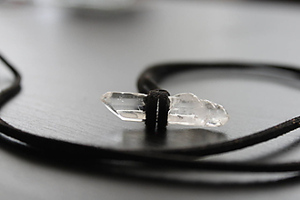 Náhrdelníky - Kryštál - náhrdelník (čierny) - 11023210_