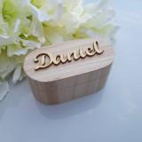 Krabičky - Drevená krabička s vyrezávaným menom - 11022193_