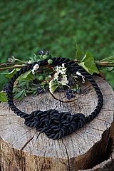 Uzlový náhrdelník čierny