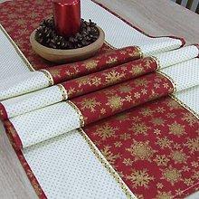 Úžitkový textil - KORNÉLIA - Zlaté vločky na vínovej s bodkami   - stredový obrus - 11025262_