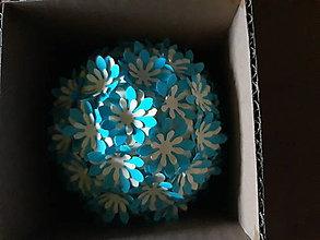 Dekorácie - aromatická  guľôčka s margarétami  (Modrá) - 11023737_