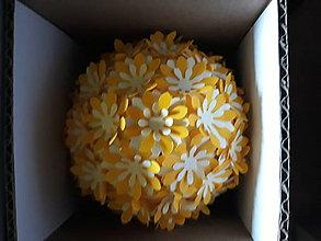 Dekorácie - aromatická  guľôčka s margarétami  (Oranžová) - 11023741_