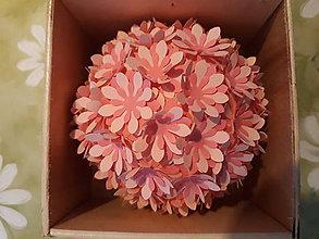 Dekorácie - aromatická  guľôčka s margarétami  (Ružová) - 11023766_