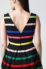 Šaty - Šaty čierne s farebnými pásikmi - 11028127_