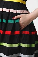 Šaty - Šaty čierne s farebnými pásikmi - 11028128_
