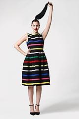 Šaty - Šaty čierne s farebnými pásikmi - 11028129_