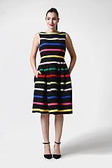 Šaty - Šaty čierne s farebnými pásikmi - 11028133_