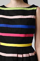 Šaty - Šaty čierne s farebnými pásikmi - 11028134_