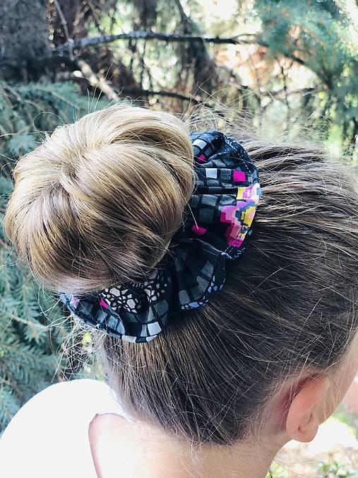 Bavlnená elastická gumička scrunchie black Grid