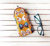 Taštičky - Púzdro na okuliare Motýle na horčicovej - 11026751_