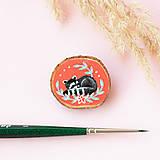 Odznaky/Brošne - Ručně malovaná brož se spícím mývalem - 11029287_