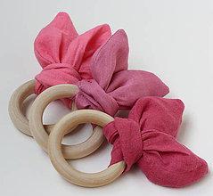 Hračky - Drevené hryzátka pre bábätko Ľanové ružové - 11031314_