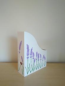 Krabičky - Maľovaný drevený zakladač / šanón / stojan / organizér na časopisy, dokumenty, zošity LEVANDUĽA - 11029477_