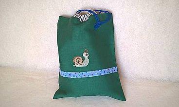 Detské tašky - Vrecko do školy s výšivkou slimák - 11030644_