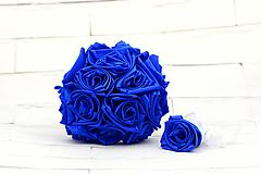 Kytice pre nevestu - Saténová kytica svadobná kráľovská modrá ruže + pierko - 11030872_