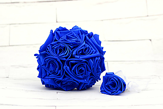 Kytice pre nevestu - Saténová kytica svadobná kráľovská modrá ruže - 11030872_