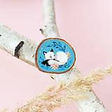 Odznaky/Brošne - Ručně malovaná brož se spící polární liškou - 11032870_