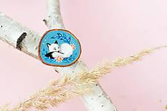 Odznaky/Brošne - Ručně malovaná brož se spící polární liškou - 11032871_