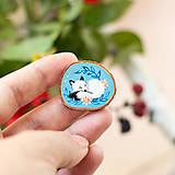 Odznaky/Brošne - Ručně malovaná brož se spící polární liškou - 11032873_