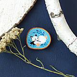 Odznaky/Brošne - Ručně malovaná brož se spící polární liškou - 11032875_