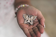 Drevená Brošňa motýlia