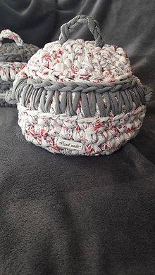 Košíky - Háčkovaný košík hrniec (Výška s pokrievkou cca 17cm bez pokrievky cca 11 cm, priemer cca 16 cm s uškami cca 22 cm - Pestrofarebná) - 11034350_
