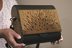 Drevená kabelka Abstrakta (Hnedá)