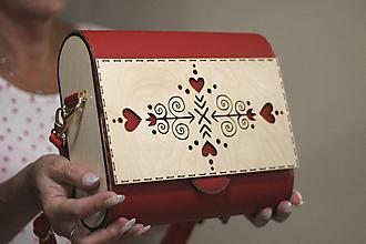 Kabelky - Drevená kabelka Čičmanca (Červeno- béžová) - 11034816_
