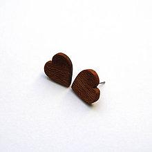 Náušnice - Drevené náušnice napichovacie - mahagónové srdiečka - 11032839_