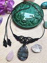 Čierny makramé náhrdelník s labradoritom
