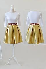 Midi sukňa s bodkovým páscom