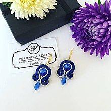 Náušnice - Ručne šité šujtášové náušnice / Soutache earrings - Swarovski®️crystals (Nikolett - tmavo modrá/zlatá) - 11041886_