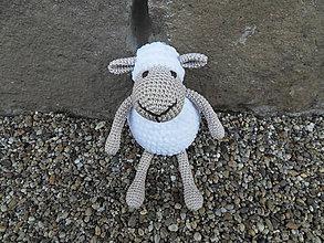 Hračky - Háčkovaná ovečka s mäkučkým bielym kožúškom - 11040206_
