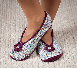 Obuv - Háčkované papuče - bordovo-biele - 11039985_